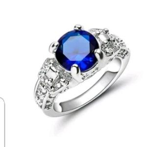 Jewelry - GORGEOUS DIVA RING NEW size 8